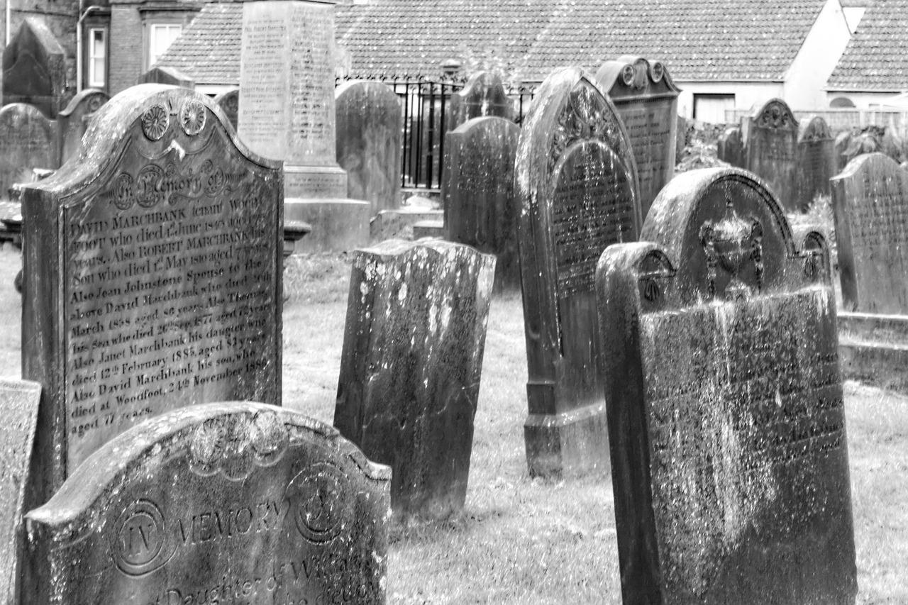 tombstones-455607_1280.jpg